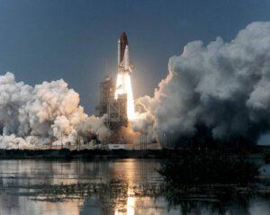 Mise STS-71 startuje