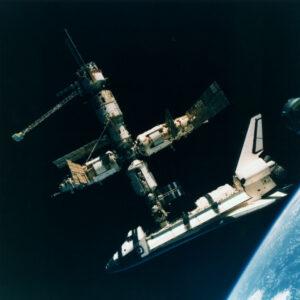 Fotka desetiletí - fantastický záběr Miru a Atlantisu těsně před rozpojením