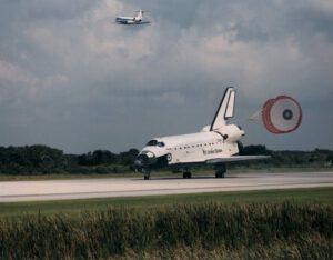 Atlantis přistává po misi STS-71