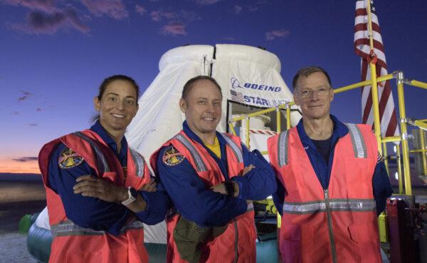 Nicole Mann, Mike Fincke a Chris Fergusson - první posádka lodi Starliner.