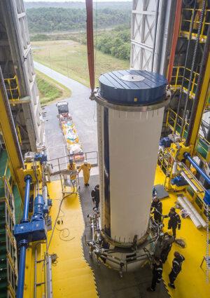 Instalace motoru Zefiro 23 na raketu Vega.