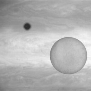 Takto by mohla kamera NavCam vyfotit přechod měsíce Europa přes Jupiter.