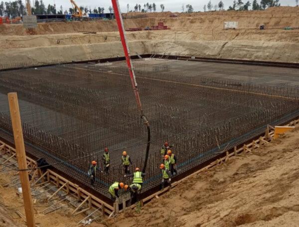 Betonářské práce na rampě určené pro Angary