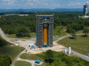Testovací exemplář vodíkové nádrže centrálního stupně rakety SLS určený ke strukturálním zkouškám úspěšně dokončil na Marshallově středisku první kolo testů.