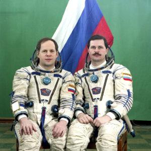 Posádka EO-19, (zleva) Solovjov, Budarin