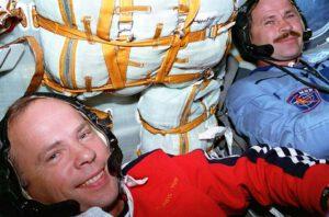 Posádka expedice EO-19: (zleva) Solovjov, Budarin