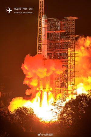Start sestavy Čchang-e 4 k Měsíci.