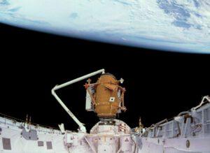 Dokovací modul v nákladovém prostoru Atlantisu