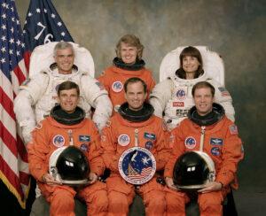 Posádka mise STS-76: (vzadu zleva) Clifford, Lucid, Godwin, (vepředu zleva) Sega, Chilton, Searfross