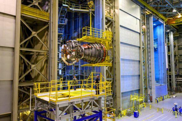 Příprava motorů RS-25 pro misi Artemis 1