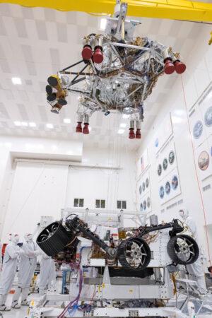 Zkouška oddělení Mars rover 2020 od nebeského jeřábu.