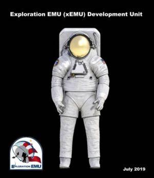 Čelní pohled na skafandr xEMU (Exploration Extravehicular Mobility Unit)