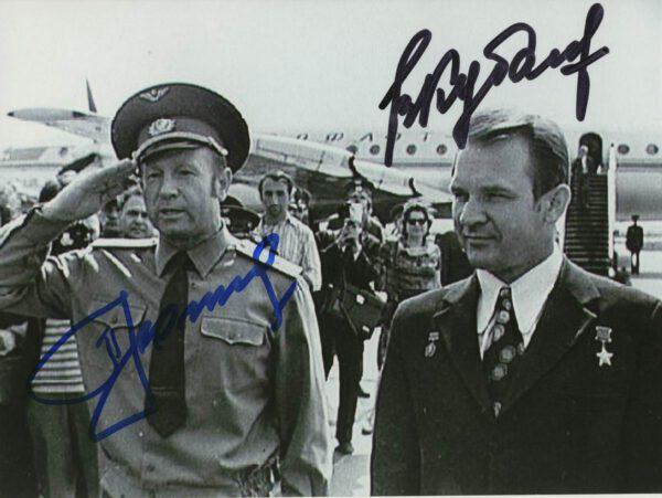 Alexej Leonov a Valerij Kubasov se vrací do Moskvy po přistání z mise Sojuz 19