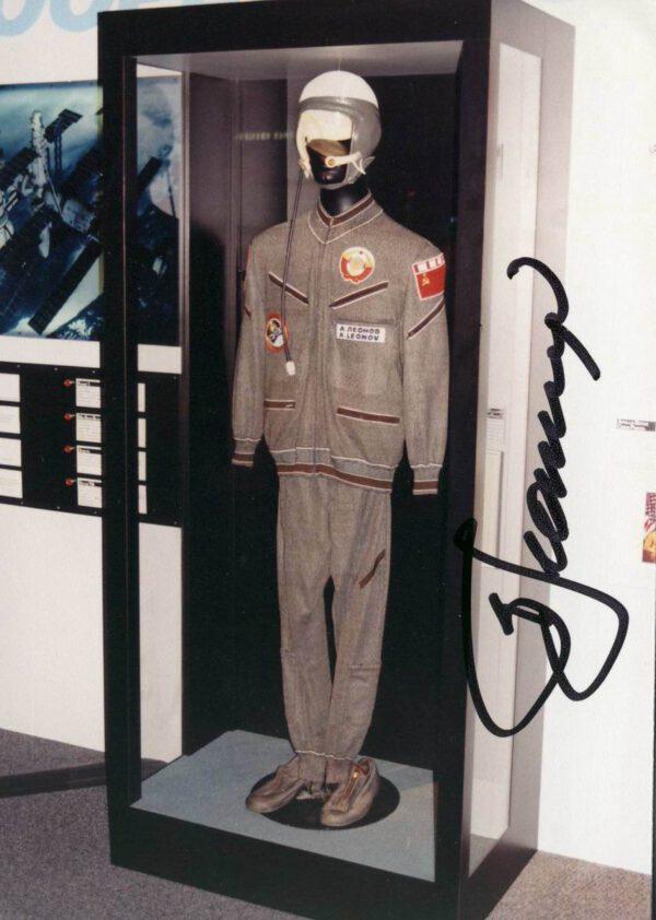 Overal Alexeje Leonova z letu Sojuz-Apollo: snímek jsem pořídil v roce 1995 v National Air and Space Museum (Washington D.C.)
