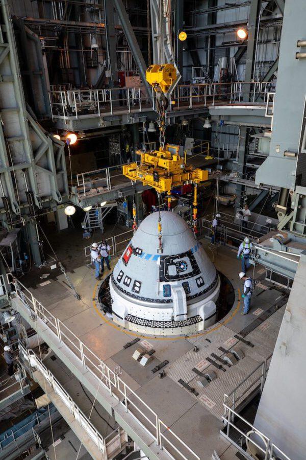 Starliner připojený k raketě Atlas V