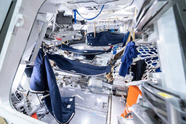 "Interiér lodi Orion ve ""spací"" verzi"