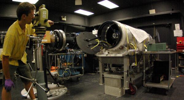 FORTIS (Far-ultraviolet Off Rowland-circle Telescope for Imaging and Spectroscopy) během předstartovní přípravy.