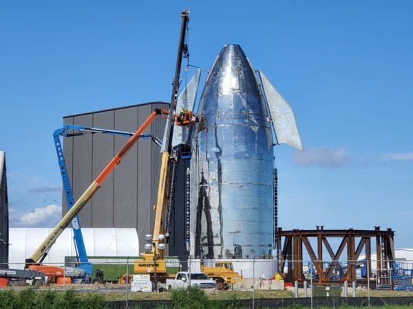 4. listopadu proběhla instalace druhé kachní plochy na horní část Starship Mk 1.