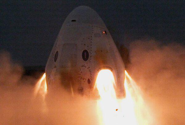 Crew Dragon prošel zkouškou záchranného systému