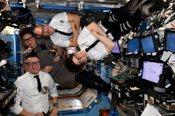 Oslava Apolla 12 na palubě ISS