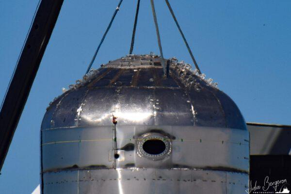 Detailní pohled na víko kyslíkové nádrže Starship Mk 2.