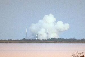 Statický zážeh Falconu 9 před misí CRS-19 vyfocený Julií Bergeron