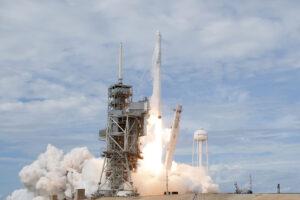 Start Falconu 9 s lodí Dragon na misi CRS-11 - šlo o vůbec první opakované použití lodi Dragon. Nyní stejná loď vyráží na třetí misi.