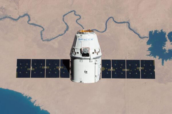 Dragon měl při misi CRS-11 na svém trupu jednu ikonku ISS. Až dorazí ke stanici v rámci mise CRS-19, bude mít o jednu siluetu navíc. Jedná se o symbol, který ukazuje, kolikrát už daná loď byla u ISS.