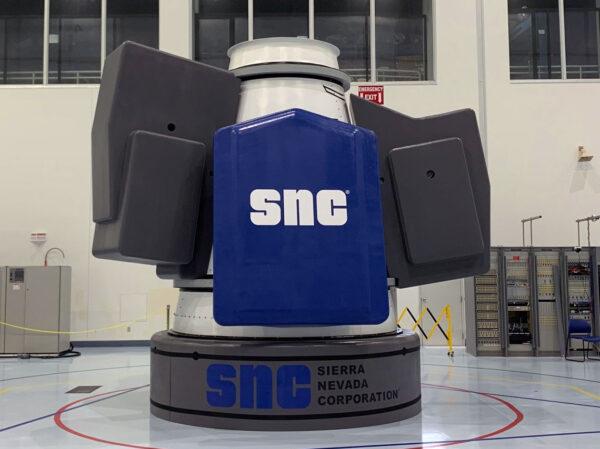 Nákladní modul Shooting star - na modré místo se připojí fotovoltaický panel, šedé bloky symbolizují maximální rozměry externího nákladu.