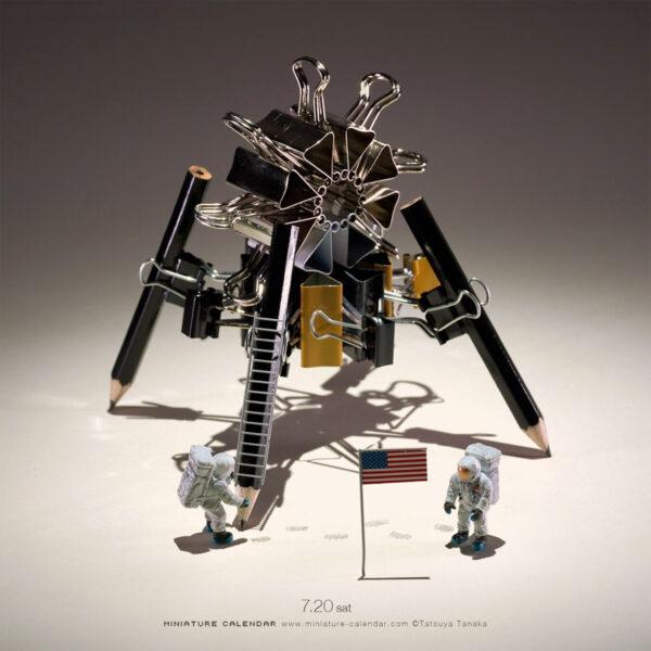 Kdo říká, že si v kanceláři neposkládáte model lunárního modulu?