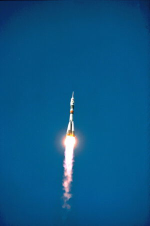 Sojuz TM-24 se vydává na cestu