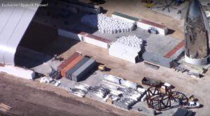 Ze záběrů je vidět, že na Boca Chica již čeká velké množství oceli, ze kterého vznikne další Starship.