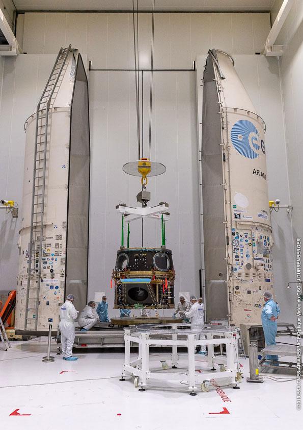 Cheops uložený pod adaptérem ASAP-S byl 29. listopadu přemístěn na základnu transportního modulu.