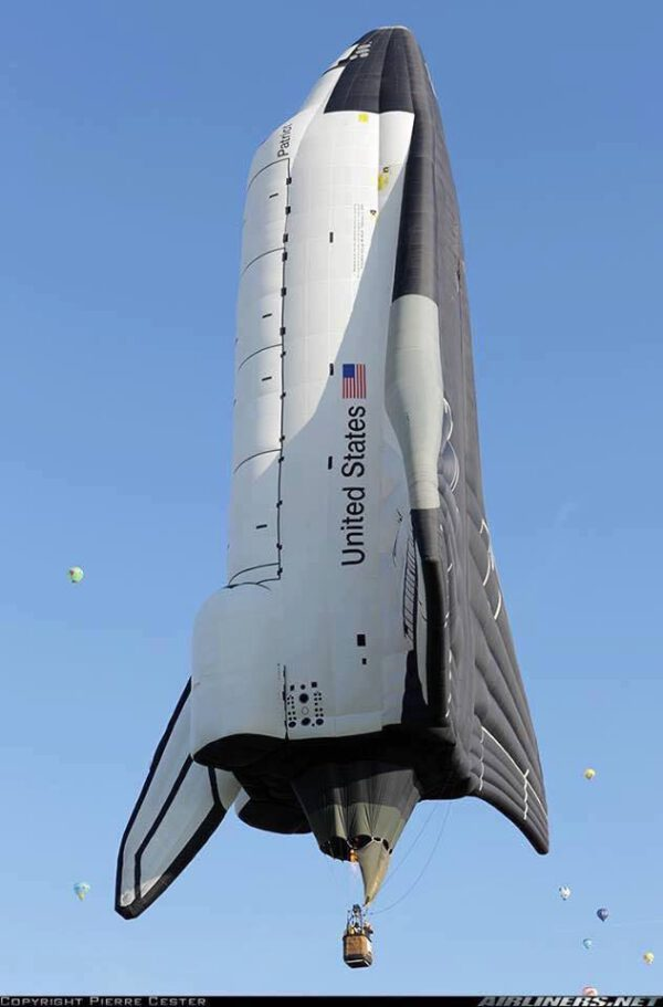 Návrat amerických raketoplánů do vzduchu.