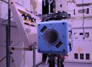 Bumble vdokovací stanici na ISS.