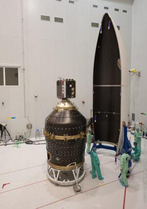 Na černém adaptéru Vespa sedí družice Proba-V. Ta byla při druhém startu rakety Vega vynesena s dalšími dvěma družicemi - ty jsou pod adaptérem Vespa.