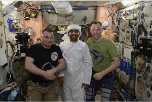 Na ISS se potkávají zástupci různých států - v tomto případě Ruska, Spojených Arabských Emírátů a USA.
