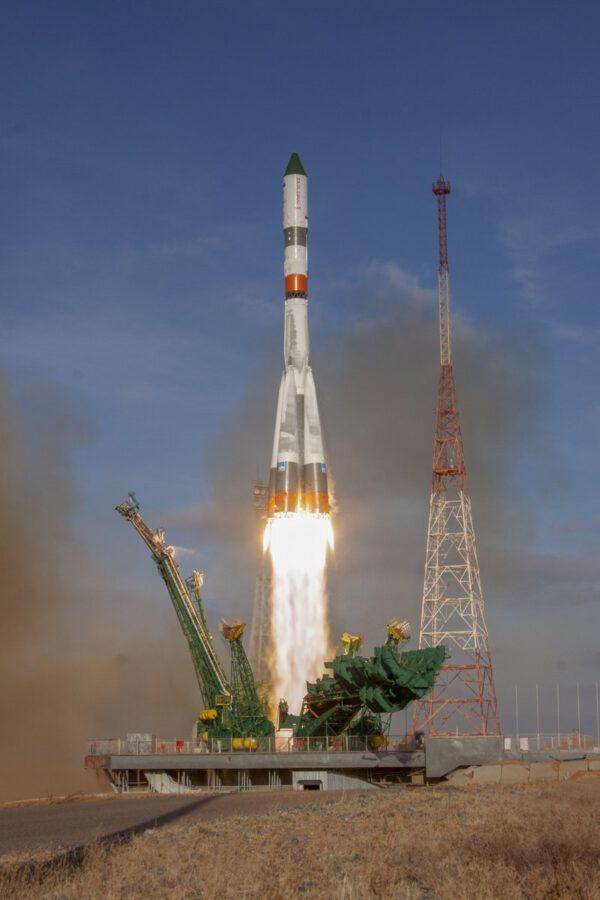 Start Sojuzu 2-1A s lodí Progress MS-13
