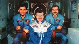 Posádka Sojuzu TM-25: (zleva) Ciblijev, Ewald, Lazutkin