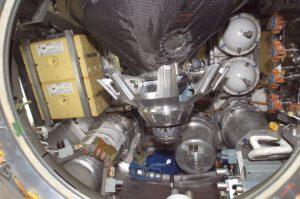 Podobný pohled se už od roku 1978 naskýtá posádkám orbitálních stanic po otevření příklopu Progressu...