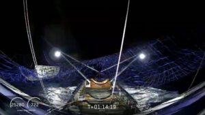První aerodynamický kryt úspěšně zachycený do sítě lodi Ms. Tree.