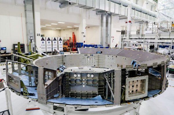 Adaptér CMA pro Artemis II, říjen