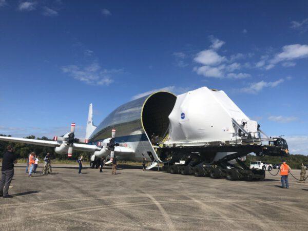 Nakládání Orionu do letounu Super Guppy, 21. listopadu