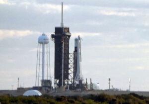 Falcon 9 pro zkoušku In-Flight abort test čeká na statický zážeh.