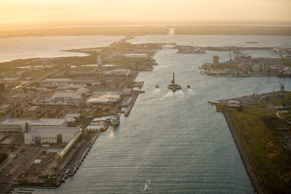 Letecký pohled na vracející se stupeň - technika se potkává s romantikou.