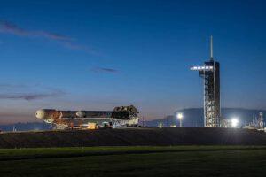 Rampa 39A a horizontálně přepravovaná raketa Falcon