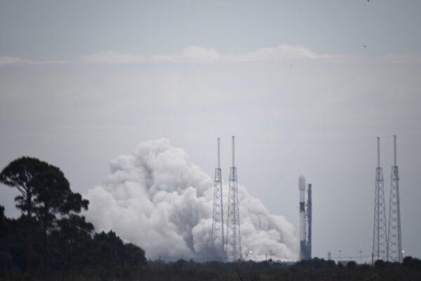 Úspěšný statický zážeh před misí s družicemi Starlink