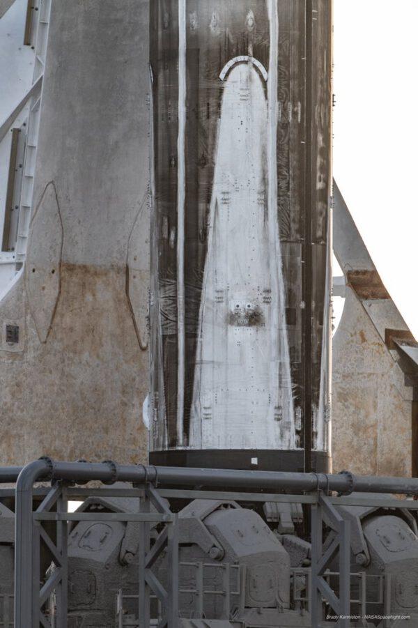 Třikrát použitý první stupeň Falconu 9 připravený pro In-Flight Abort test