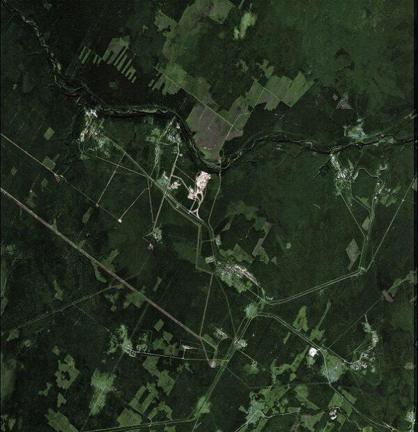 Tento obrázek ukazuje část obrovského území Plesetského kosmodromu - jediného startovacího místa na evropském území, umístěného v archandělské oblastinseverního Ruska. Tento snímek byl pořízen korejskou družicí Kompsat-2 27. června 2007.