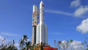 Raketa CZ-5 z ktorej je odvodená varianta CZ-5B